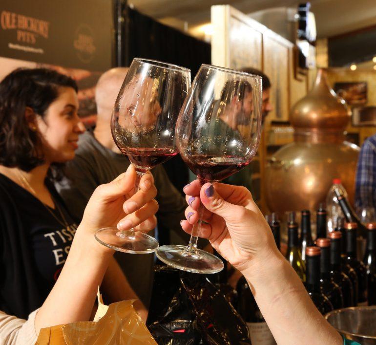 הרמת כוסית - תערוכת היין סומלייה