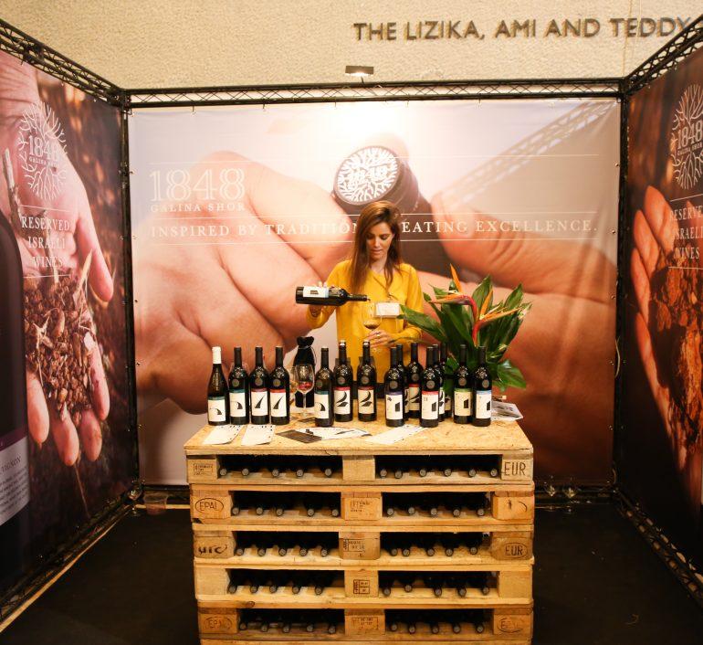 דוכני יין בתערוכת סומלייה