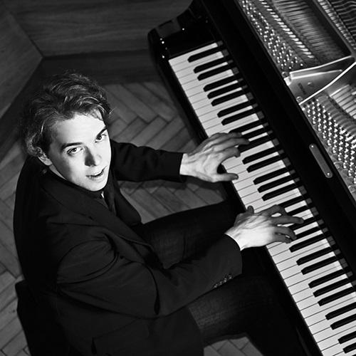 רסיטל לפסנתר בביצוע הפסנתרן אינגולף וונדר