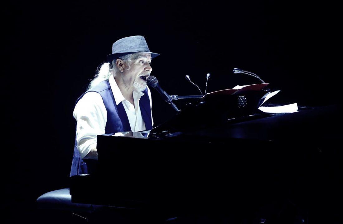 שלמה גרוניך - שר עם פסנתר